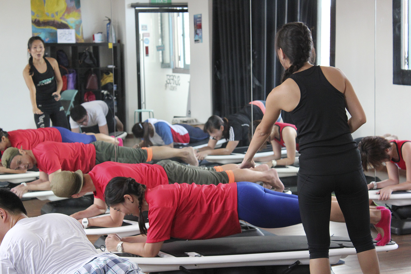883 jia fm surfset fitness class planking