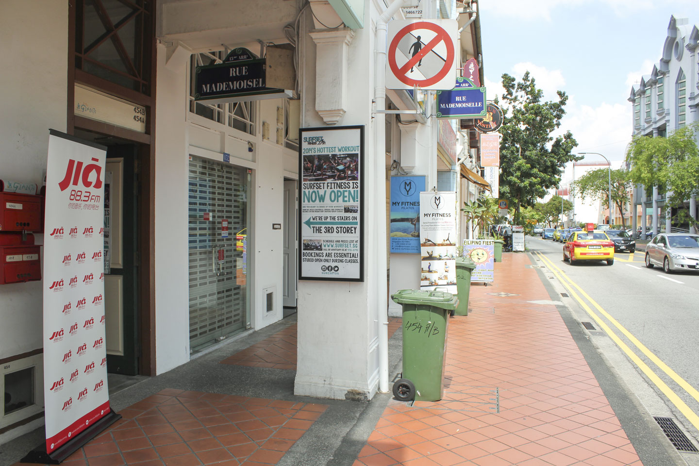 surfset fitness entrance along joo chiat road at katong with 883 Jia FM banner and My Fitness in background